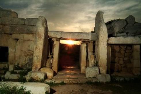 lrg-1794-summer-solstice-hagar-qim-mnajdra-temples-malta-photographs-rising-sun