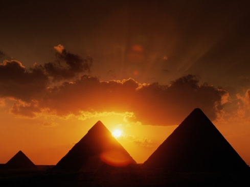 pyramids-at-sunset-wallpapers_4602_1152x864