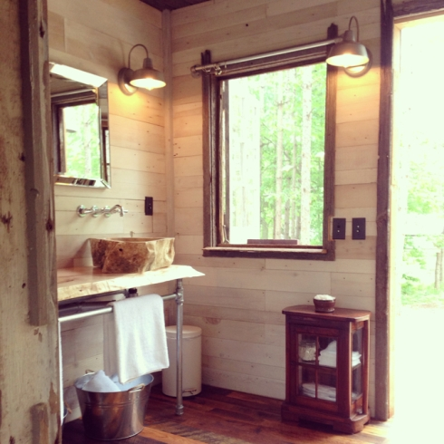 Treehouse bathroom via www.lynneknowlton.com