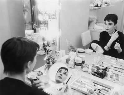 audrey-hepburn-dressing-table-vintage-lady