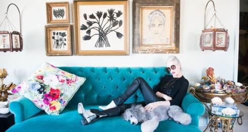 linda-rodin-glamorous-at-home-individual-design-individual-style-beautiful-older-models-blue-velvet-sofa-glamorous-interiors-alison-cosier-style-blog-grey-chic