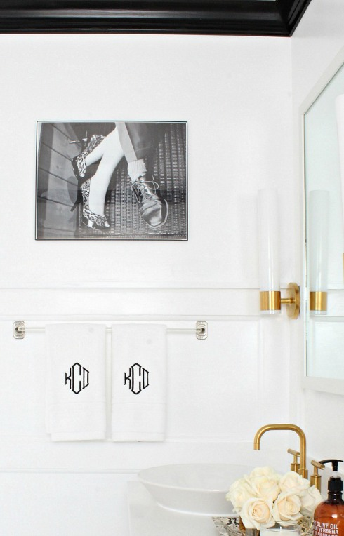 bathroom-with-personal-touches